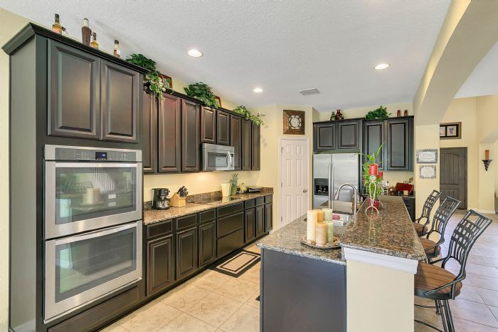 15327-heron-hideaway-cir--oakland--fl-34787---08---kitchen.jpg
