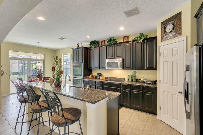 15327-heron-hideaway-cir--oakland--fl-34787---09---kitchen.jpg