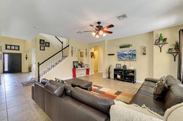 15327-heron-hideaway-cir--oakland--fl-34787---13---family-room.jpg