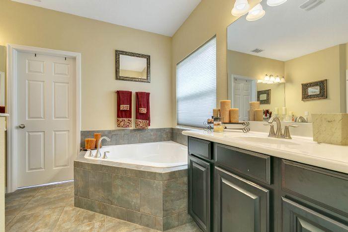 15327-heron-hideaway-cir--oakland--fl-34787---18---master-bathroom.jpg