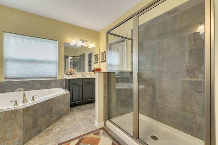 15327-heron-hideaway-cir--oakland--fl-34787---19---master-bathroom.jpg