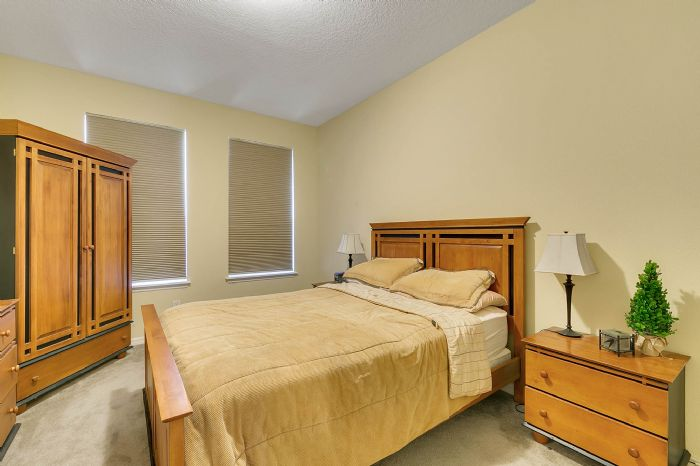 15327-heron-hideaway-cir--oakland--fl-34787---25---bedroom.jpg