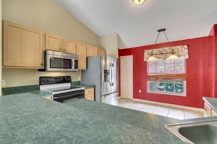 1110-cord-ct--apopka--fl-32712---10---kitchen.jpg