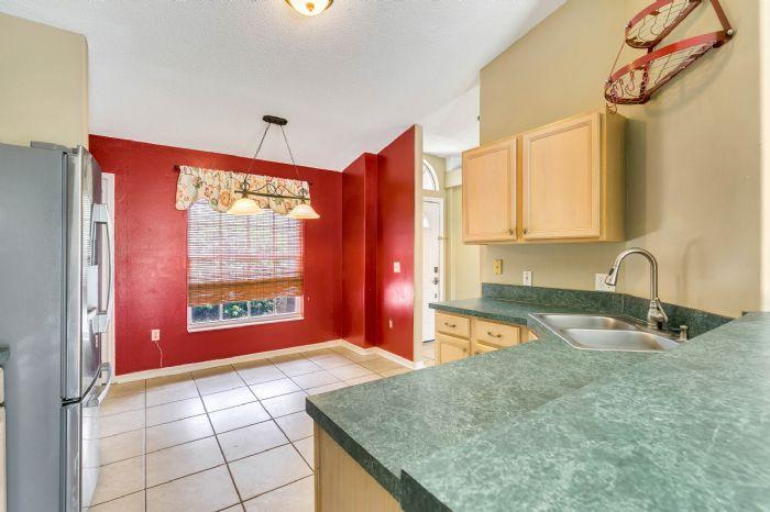 1110-cord-ct--apopka--fl-32712---11---kitchen.jpg