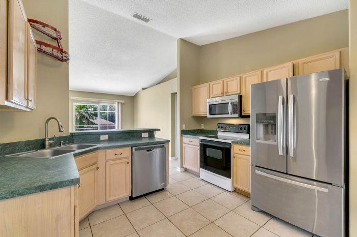 1110-cord-ct--apopka--fl-32712---12---kitchen.jpg