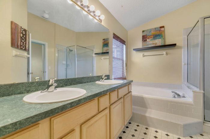 1110-cord-ct--apopka--fl-32712---16---master-bathroom.jpg