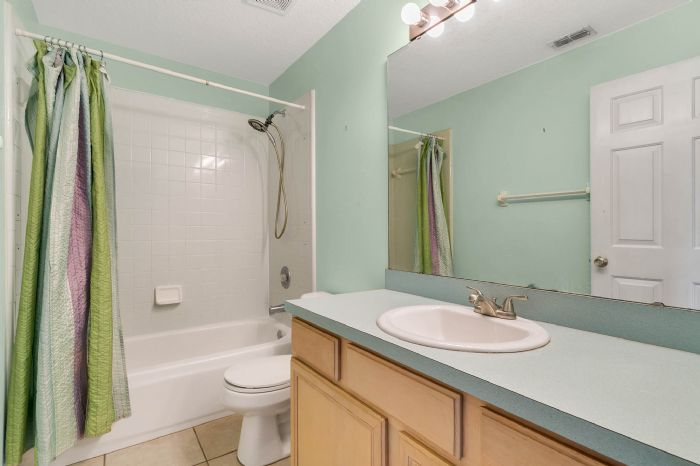 1110-cord-ct--apopka--fl-32712---20---bathroom.jpg