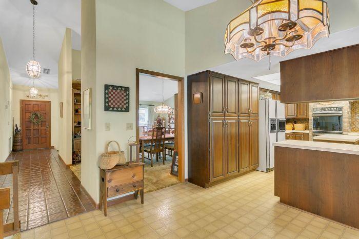 115-canada-ave--altamonte-springs--fl-32701---18---foyer---kitchen.jpg