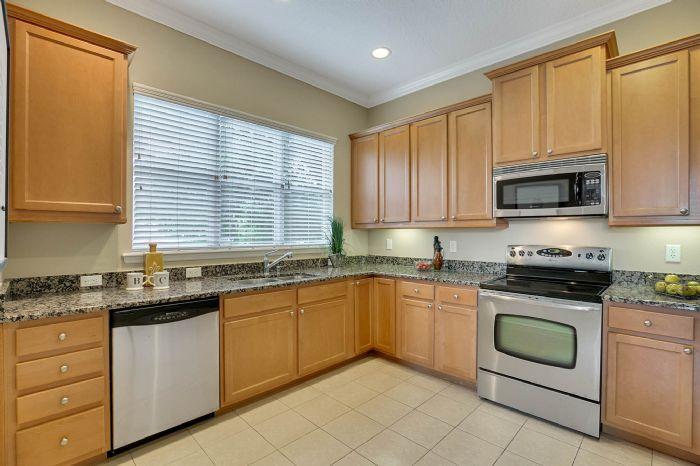 418-s-albany-ave-tampa-fl-33606---07---kitchen-1.jpg