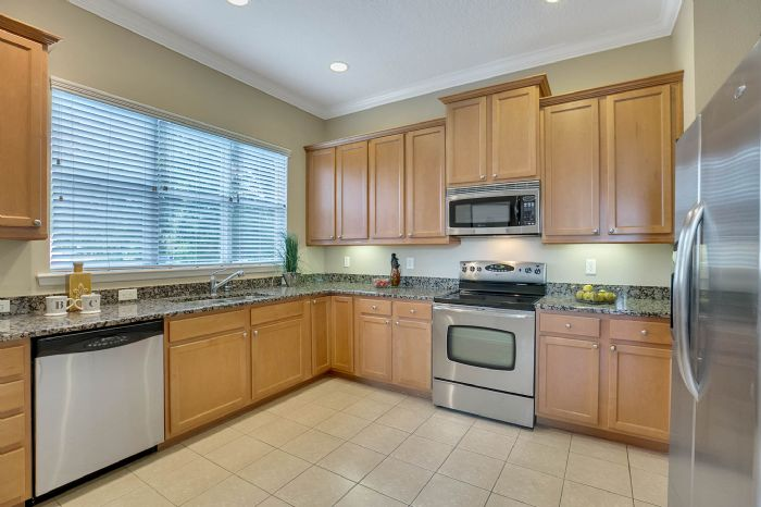 418-s-albany-ave-tampa-fl-33606---08---kitchen-2.jpg