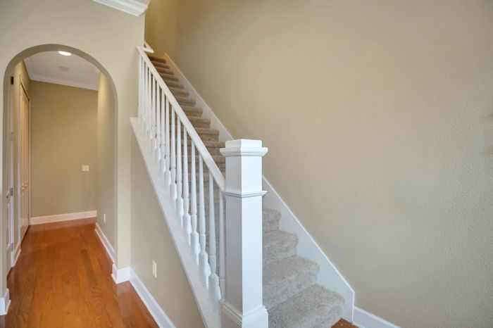 418-s-albany-ave-tampa-fl-33606---14---stair-case.jpg