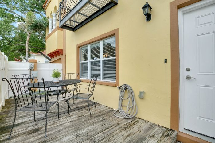 418-s-albany-ave-tampa-fl-33606---25---patio.jpg