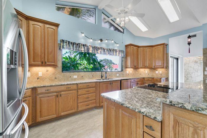 835-loggerhead-island-way--satellite-beach--fl-32937---22---kitchen.jpg