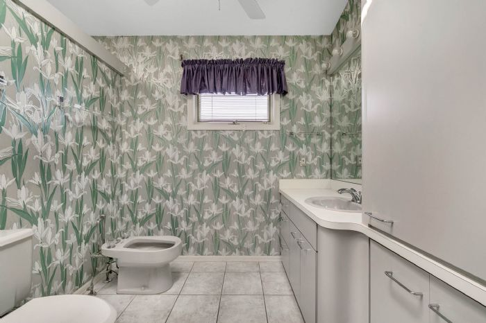 835-loggerhead-island-way--satellite-beach--fl-32937---30---master-bathroom.jpg