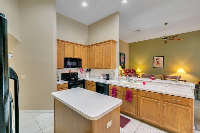 240-sutherland-ct--apopka--fl-32712----12---kitchen.jpg