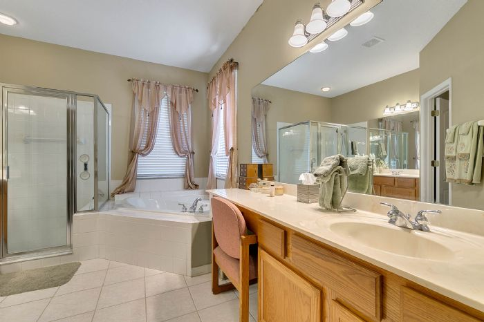 240-sutherland-ct--apopka--fl-32712----17---master-bathroom.jpg