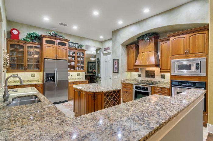 9624-san-fernando-ct--howey-in-the-hills--fl-34737---23---kitchen.jpg