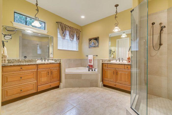 9624-san-fernando-ct--howey-in-the-hills--fl-34737---31---master-bathroom.jpg