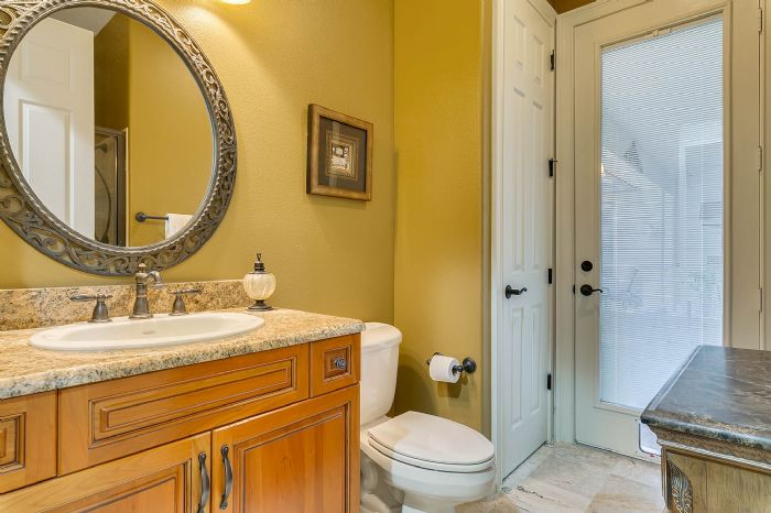 9624-san-fernando-ct--howey-in-the-hills--fl-34737---36---bathroom.jpg