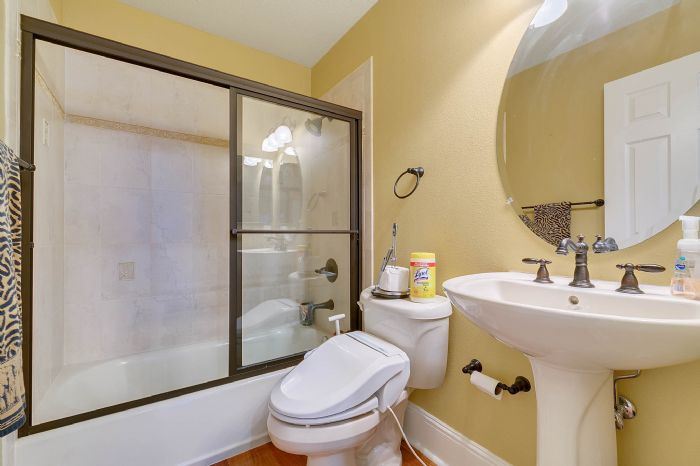 9624-san-fernando-ct--howey-in-the-hills--fl-34737---37---bathroom.jpg