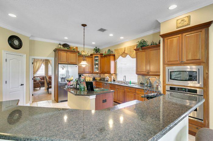 25539-hawks-run-ln--sorrento--fl-32776---13---kitchen.jpg