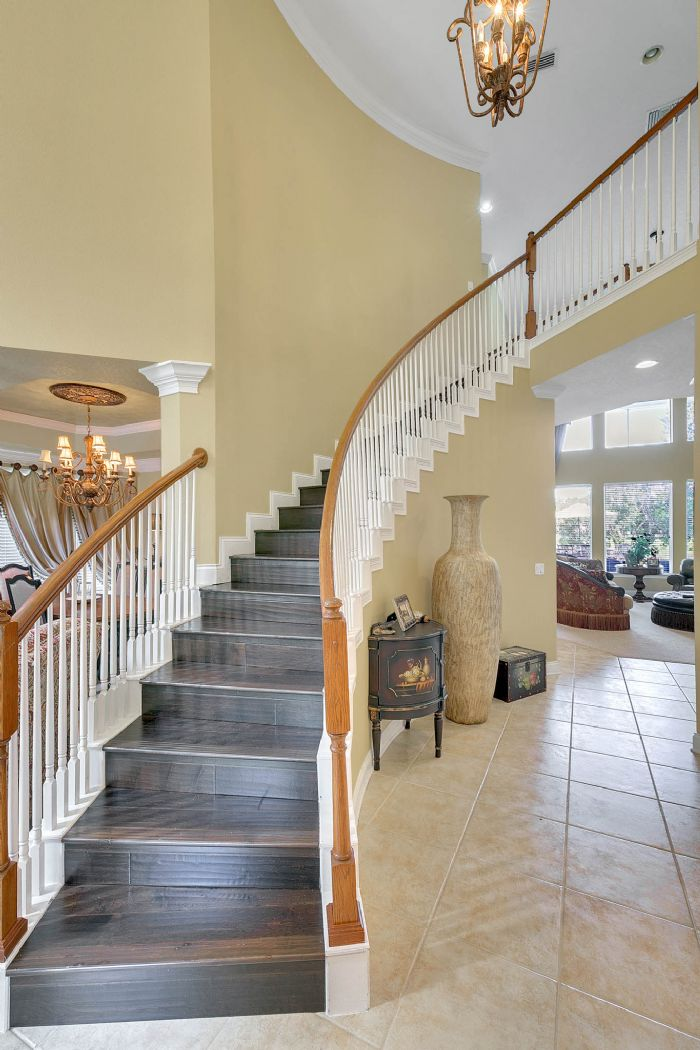 25539-hawks-run-ln--sorrento--fl-32776---14---stairs.jpg