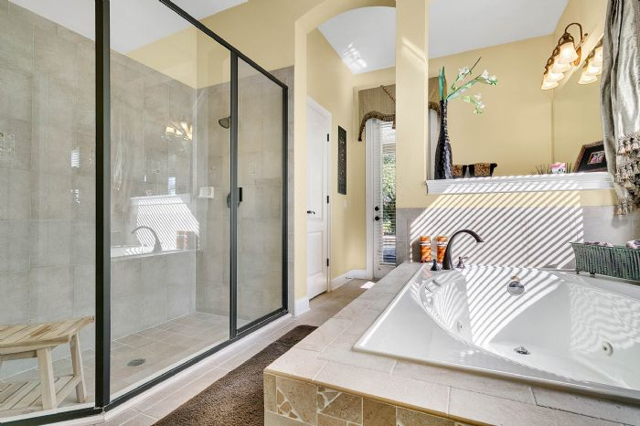 25539-hawks-run-ln--sorrento--fl-32776---22---master-bathroom.jpg
