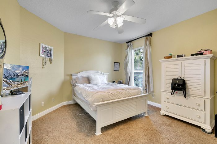25539-hawks-run-ln--sorrento--fl-32776---30---bedroom.jpg