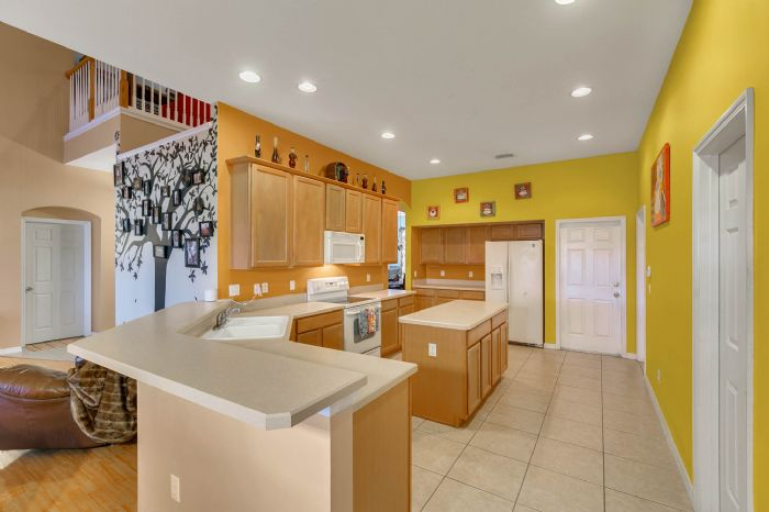 3689-rolling-hills-ln--apopka--fl-32712----09---kitchen.jpg