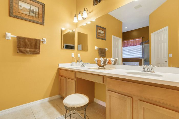 3689-rolling-hills-ln--apopka--fl-32712----15---master-bathroom.jpg
