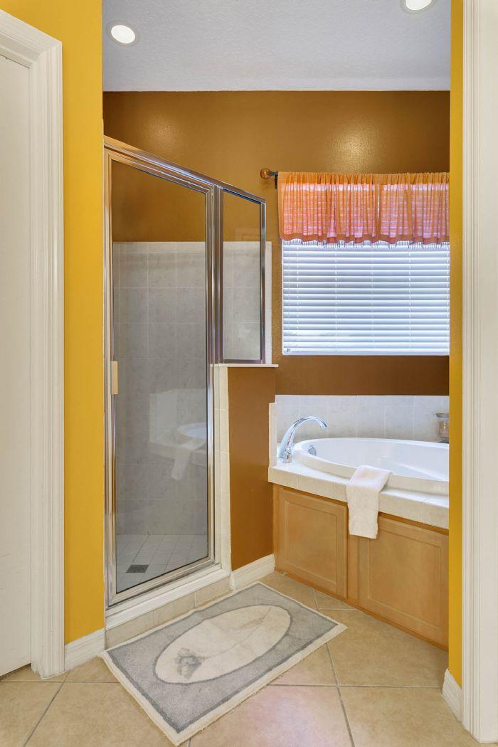 3689-rolling-hills-ln--apopka--fl-32712----16---master-bathroom.jpg