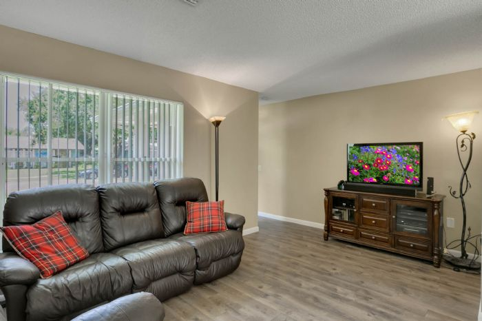 3307-45th-st.-w--bradenton-fl-34209---03---living-room.jpg