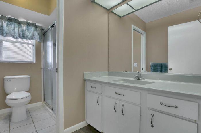 3307-45th-st.-w--bradenton-fl-34209---11---owner-s-bath.jpg