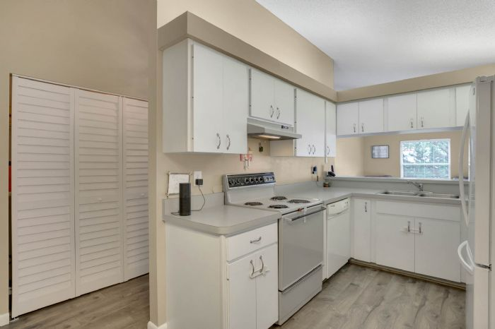 3307-45th-st.-w--bradenton-fl-34209---12---kitchen-1.jpg