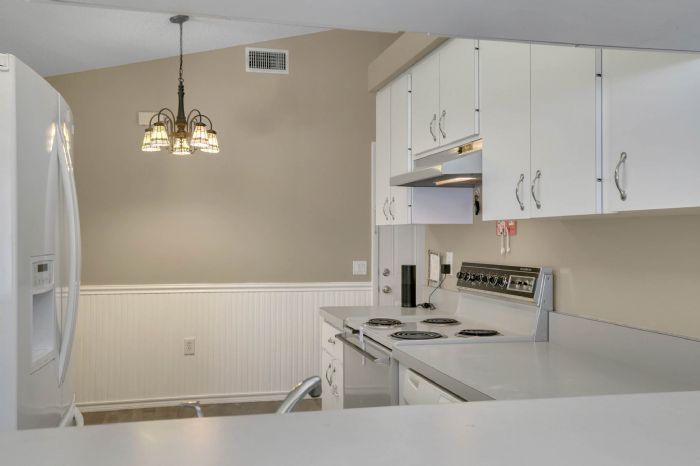 3307-45th-st.-w--bradenton-fl-34209---13---kitchen-2.jpg
