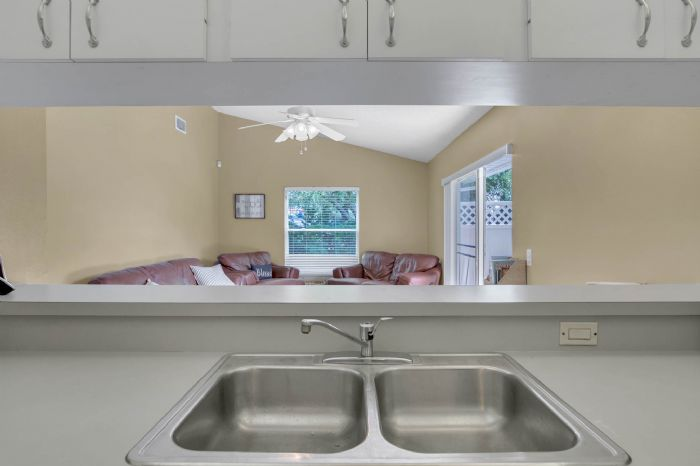 3307-45th-st.-w--bradenton-fl-34209---15---kitchen-pass-through.jpg