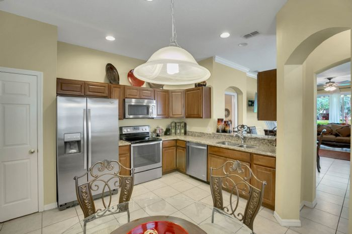 4117-bismarck-palm-dr.--tampa-fl-33610---04---kitchen-1.jpg