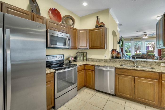 4117-bismarck-palm-dr.--tampa-fl-33610---06---kitchen-3.jpg