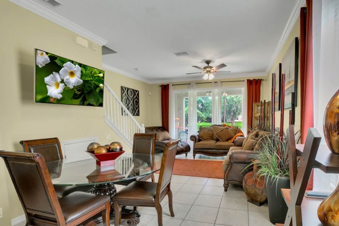 4117-bismarck-palm-dr.--tampa-fl-33610---10---living-room-1.jpg