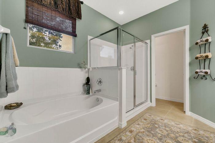 1128-legg-dr--apopka--fl-32712----16---master-bathroom.jpg