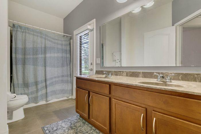 1128-legg-dr--apopka--fl-32712----22---bathroom.jpg