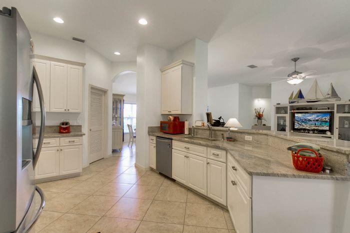 6005-armada-st--tavares--fl-32778----06---kitchen.jpg