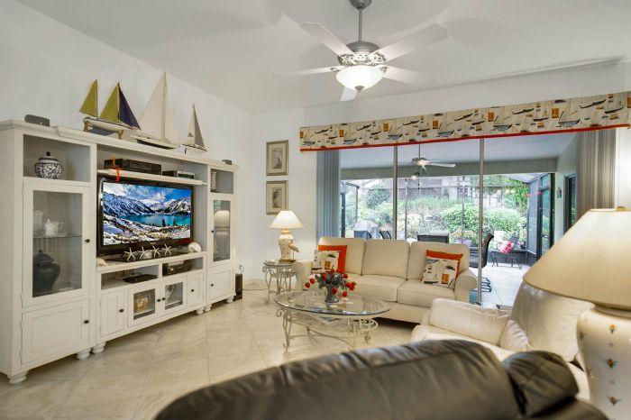 6005-armada-st--tavares--fl-32778----10---family-room.jpg