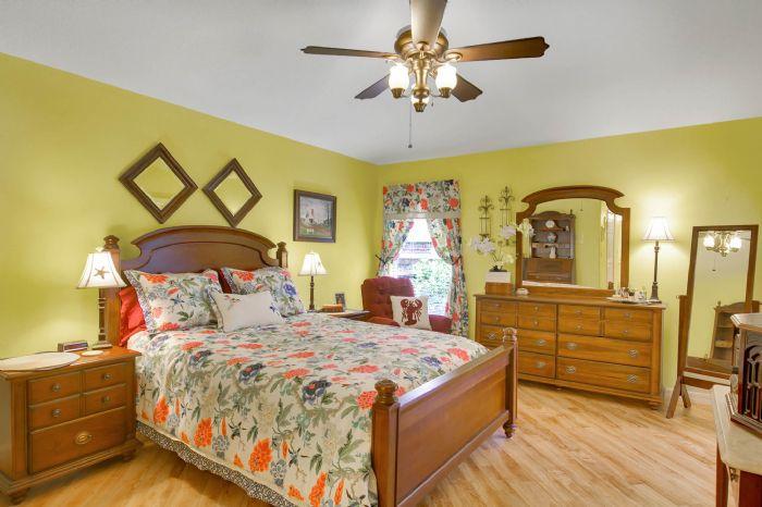 6005-armada-st--tavares--fl-32778----16---master-bedroom.jpg