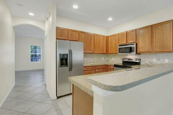7207-n-glen-ave.--tampa-fl-33614---06---kitchen-2.jpg