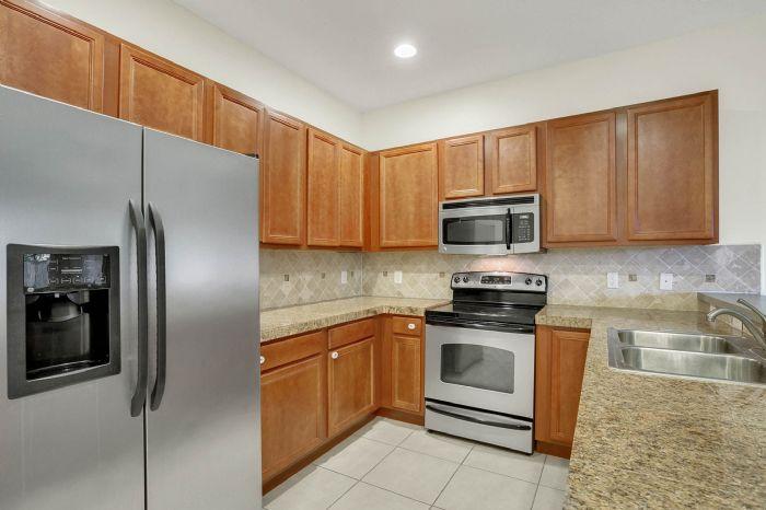 7207-n-glen-ave.--tampa-fl-33614---07---kitchen-3.jpg