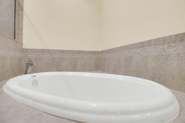 7207-n-glen-ave.--tampa-fl-33614---19---owner-s-bath-4.jpg