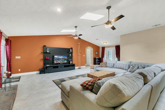 105-polo-ln--sanford--fl-32771----07---family-room.jpg