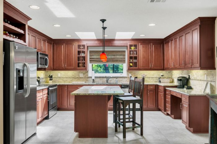 105-polo-ln--sanford--fl-32771----13---kitchen.jpg