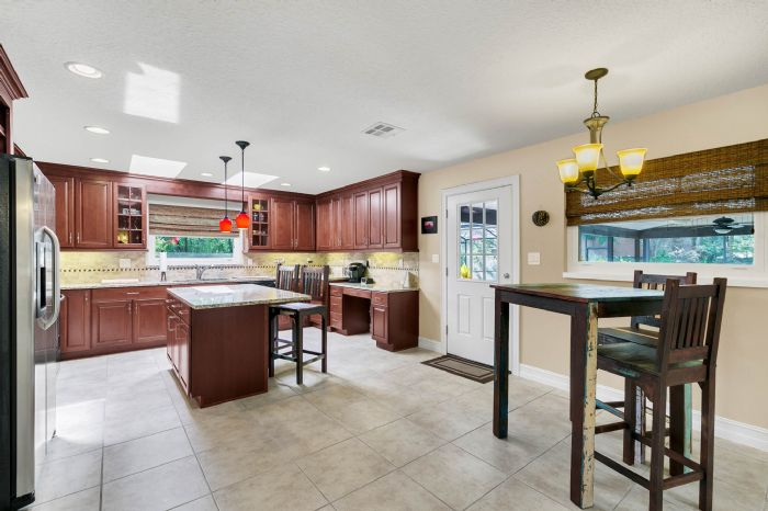 105-polo-ln--sanford--fl-32771----15---kitchen.jpg